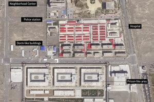 Satelitná snímka od Planet Labs zo septembra 2018.Budovy v okolí priemyselného parku Kunshan v regióne Xinjiang. Jeden z táborov v regióne.