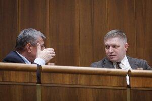 Poslanci Hrnko a Fico počas rokovania 53. schôdze NR SR.