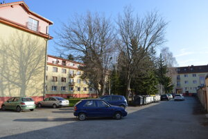 Obyvatelia bytoviek pod nemocnicou by mali ako prví začať platiť za rezidentské parkovanie.