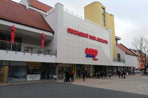 Obchodný dom Jednota na Trojičnom námestí v Trnave.