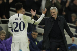 Tréner Jose Mourinho a Dele Alli.