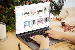 Nákup darčekov cez internet využíva čoraz viac ľudí.