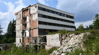 Začali búrať a potom odišli. Najväčšia tatranská ruina čaká na záchranu