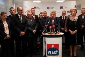 Miroslav Líška v (krúžku) má na Harabinovej kandidátke štvrté miesto