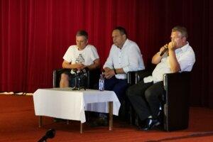 Konateľ Tatra Agrolev P. Kováč (celkom vpravo) tvrdí, že nič nezákonné nerobia.