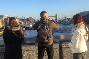 Takto si rodinka si fotografovala výhaľad z London Bridge. Netušili, že onedlho sa neďaleko odohrá tragédia.
