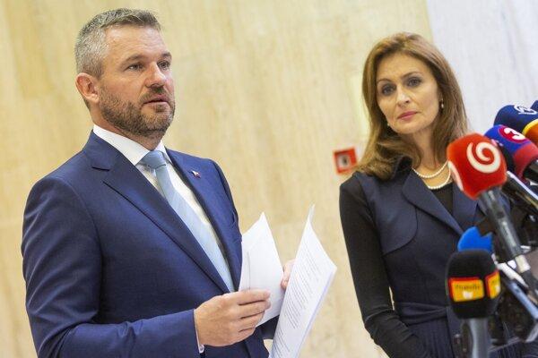 Predseda vlády Peter Pellegrini a ministerka zdravotníctva Andrea Kalavská.