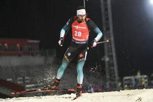 Francúzsky biatlonista Martin Fourcade na ceste k jeho víťazstvu vo vytrvalostných pretekoch mužov na 20 km 1. kola SP vo švédskom Östersunde.