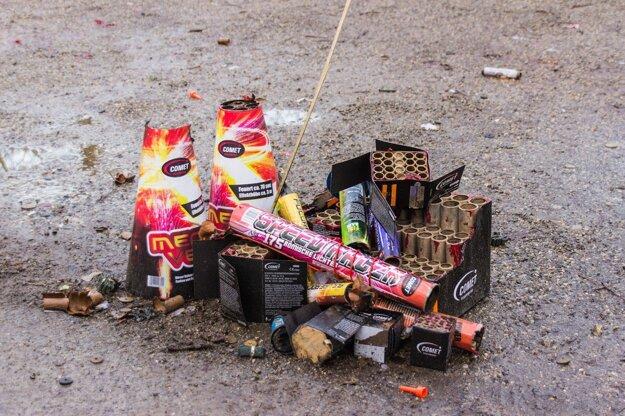 Ak sa neviete vzdať pyrotechniky, aspoň ju upracte.