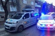 Policajti dodávku dostihli na Tomášikovej ulici.