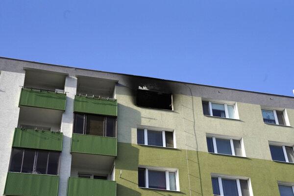 Krátko pred pol jedenástou doobeda bol nahlásený požiar bytu na Poľnohospodárskej ulici v bratislavskej mestskej časti Vrakuňa.