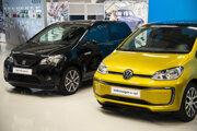 Spoločnosť Volkswagen Slovakia predstavila nový model elektromobilu Volkswagen e-up (na snímke vpravo) a modely Škoda Citigo iV a Seat Mii (vľavo).