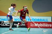 Momentka zo zápasu Slovensko - Česko na MS vo florbale žien 2019.