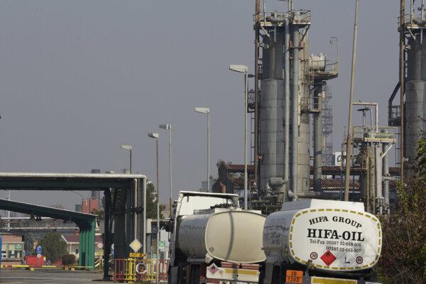 Vstup do ropnej rafinérie v meste Bosanski Brod 10. októbra 2018.