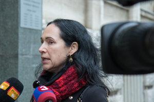 Podpredsedníčka strany DOBRÁ VOĽBA Lucia Kurilovská počas brífingu pred podaním podnetu na Generálnu prokuratúru SR na preverenie trestného činu popierania holokaustu.