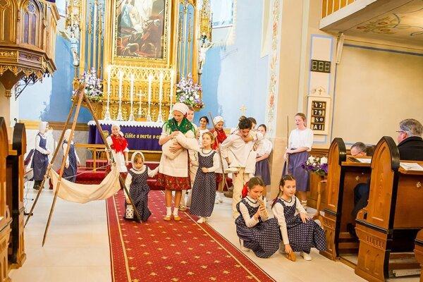 V kultúrnom programe vystúpili deti zo ZŠ Janka Matúšku.