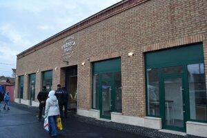 V novej tržnici sa nachádza aj 5 predajných priestorov.