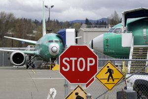 Dodávatelia Boeingu sa pripravujú na zmrazenie výroby modelu 737 MAX.