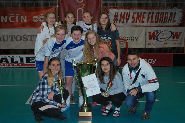 Z víťazstva v dievčenskej časti turnaja sa tešila Obchodná akadémia.
