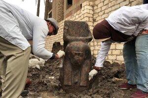 Sochu z ružového granitu stvárňujúcu Ramzesa Veľkého našli minulý týždeň.