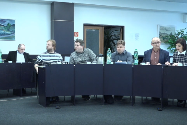 Poslanci Strážskeho na decembrovom rokovaní.