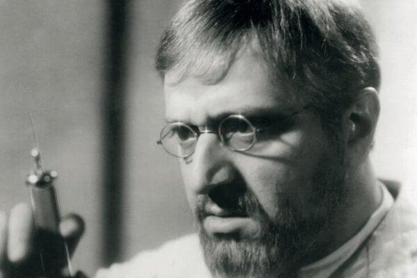 Hugo Haas vo filme Biela nemoc podľa Karla Čapka.