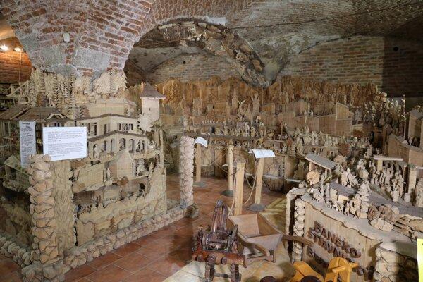 Jeden z unikátnych betlehemov je v Banskej Štiavnici. Jeho autorom je Peter Chovan.