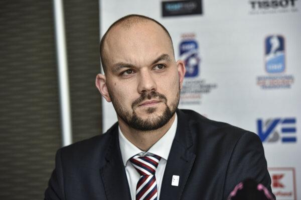 Tréner slovenskej hokejovej reprezentácie žien do 18 rokov Peter Kúdelka.