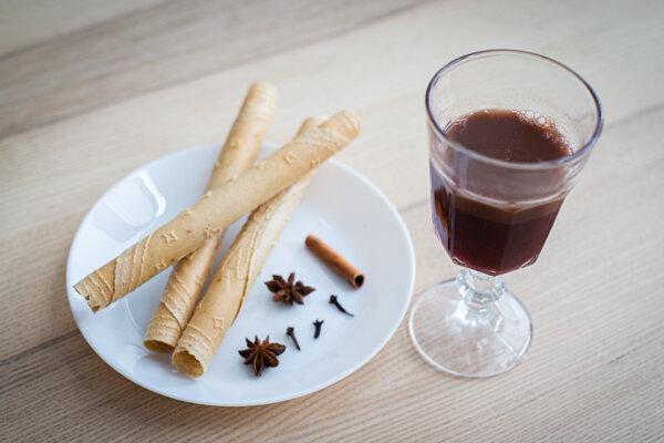 Prešporské warmlich je nápoj, ktorým sa zapíjali oblátky s orechom, medom a cesnakom pred štedrou večerou.