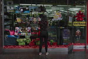 Venezuelské obchody sa opäť zapĺňajú. Nákupy si však môže dovoliť len menšina.
