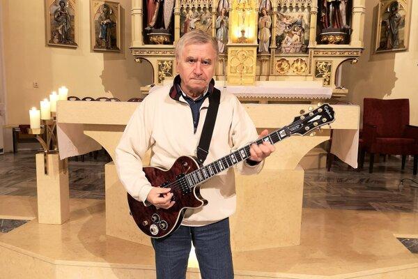 Hudobník Alexander Zacharides, pred 50 rokmi zložil bítovú omšu.
