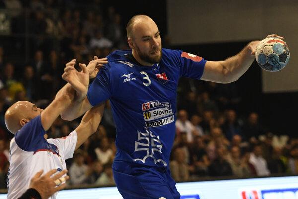S loptou slovenský reprezentant Patrik Hruščák.