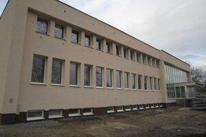 Obnovený kultúrny dom v Hanušovciach.