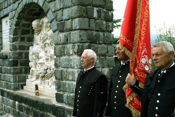 Súčasťou osláv bude kladenie vencov na cintoríne v Handlovej.