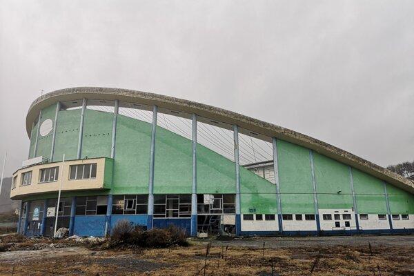 Dokončenie opravy zimného štadióna je jednou z mestských priorít.