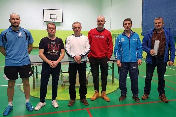 najlepší hráči turnaja. zľava P. Jakúbek, J. Šatka, M. Tomanica, V. Gereg, I. Pálenik, M. Schulcz.