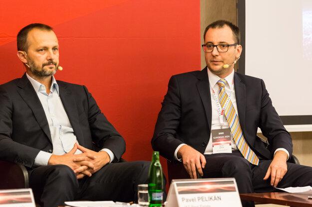 Pavel Pelikán z J&T Real Estate (vľavo) a makroekonóm Michal Lehuta.