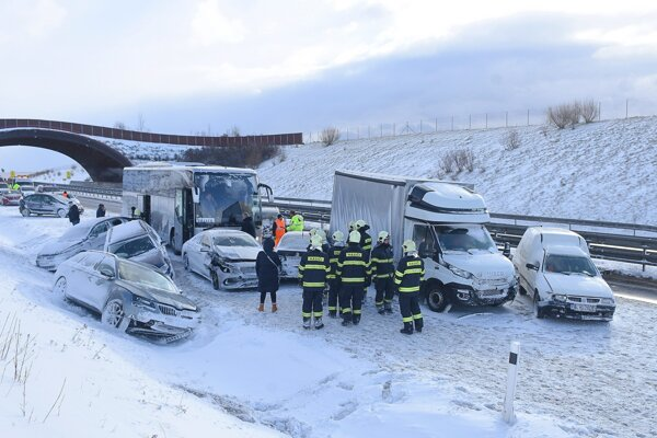 Reťazová nehoda na D1 pod Tatrami.