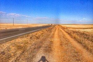 Človek mohol ísť rovno niekedy aj celý deň po takejto nekoniečnej ceste. Túto fotku Martin inak použil aj ako cover k jednej svojej skladbe.