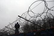 Južné hranice bude strážiť viac maďarských vojakov.