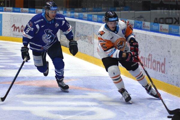 Ján Ťavoda (vľavo) takto nedávno bránil Michalovčana Mateja Giľáka. Teraz sú už spoluhráči.