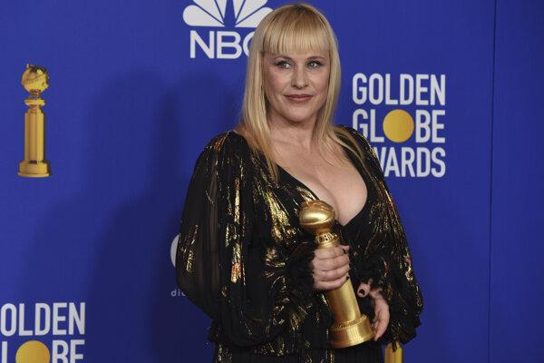 Patricia Arquette získala Zlatý Glóbus za rolu psychicky chorej matky v seriáli Odhalenie.