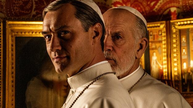 Jude Law hral pápeža v prvej sérii Sorentinovho seriálu Mladý pápež, v druhej sérii s názvom Nový pápež ho vystrieda John Malkovich.