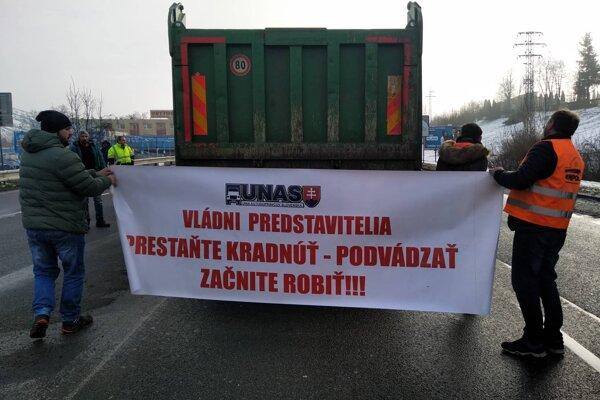 Odkaz kamionistov po zablokovaní cesty v Žiline.