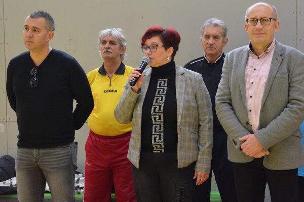 Turnaj otvoril hlavný organizátor Oto Hodál s primátorkou mesta Topoľčany Alexandrou Gieciovou a viceprimátorom Topoľčian Jurajom Želiskom.