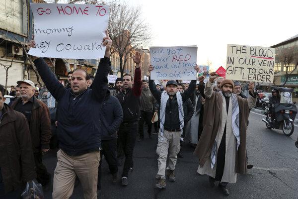 V Teheráne sa v nedeľu uskutočnila demonštrácia aj pred britskou ambasádou.
