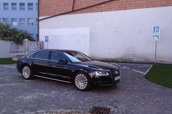 Chomovo Audi stále nemá nového majiteľa.