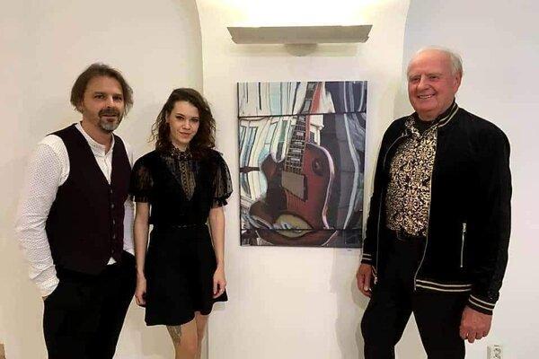 O hudbu sa na vernisáži postarali ďalší Košičania Peter Bič Project.