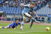 Ciro Immobile strieľa svoj tretí gól do siete Sampdorie Janov.