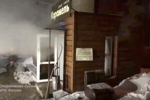 Vchod do hotela, ktorý sa nachádzal v suteréne.